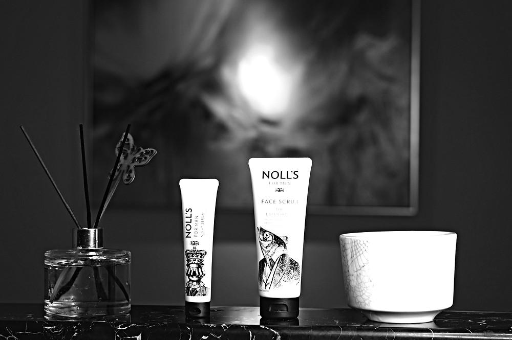 包含了臉部去角質霜及夜間精華液,抵抗出現在眼睛和額頭周圍的皺紋和細紋,讓男性永遠保持青春的外表和緊緻的肌膚!