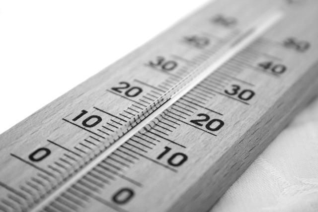 保養品的保存溫度不宜過高,高溫容易使保養品中的水分揮發,應保存在10~25度之間。