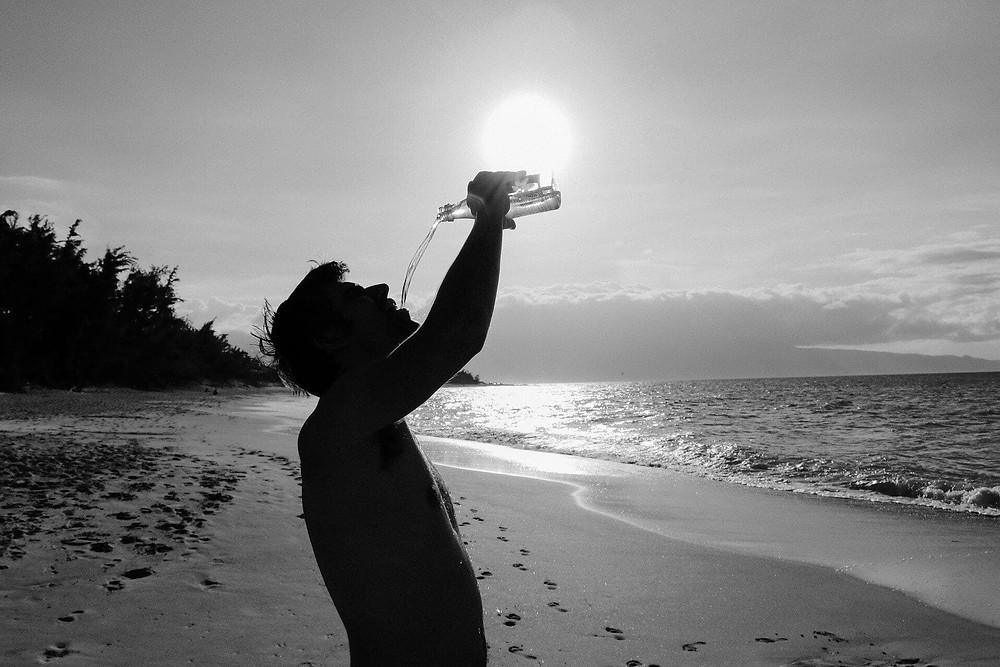 水可以提升你的精神狀態和腦力,這樣自然可以減輕你的壓力、排出不需要的毒素並幫助你的身體燃燒脂肪,不要忽視這個生命的靈丹,隨時補充水份才是王道!
