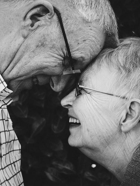 一起白頭偕老,成為老夫老妻。