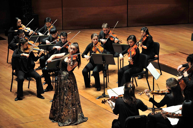 Zeynep Performs With The Juilliard Chamber Orchestra