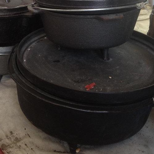 Medium cast-iron cauldron