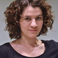 Emily Constantine Headshot