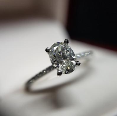 Oval diamond engagement ring