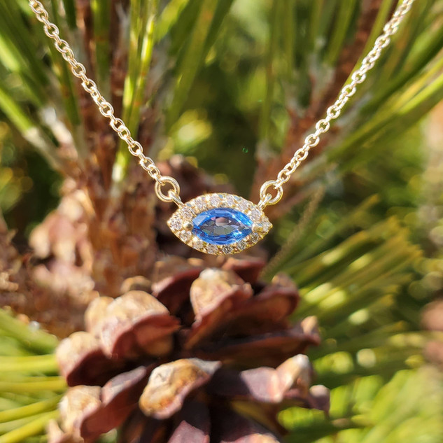 Yogo Sapphire Necklace