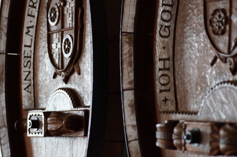 Traditionalle Weinfässer