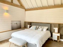Chambre en bois, poutres apparentes en chêne