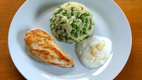 Hähnchenbrust mit Erbsen-Minze-Couscous und Joghurt-Dip