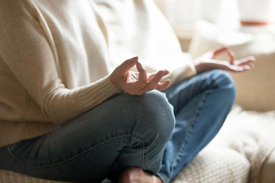 Gesto con la mano de meditación