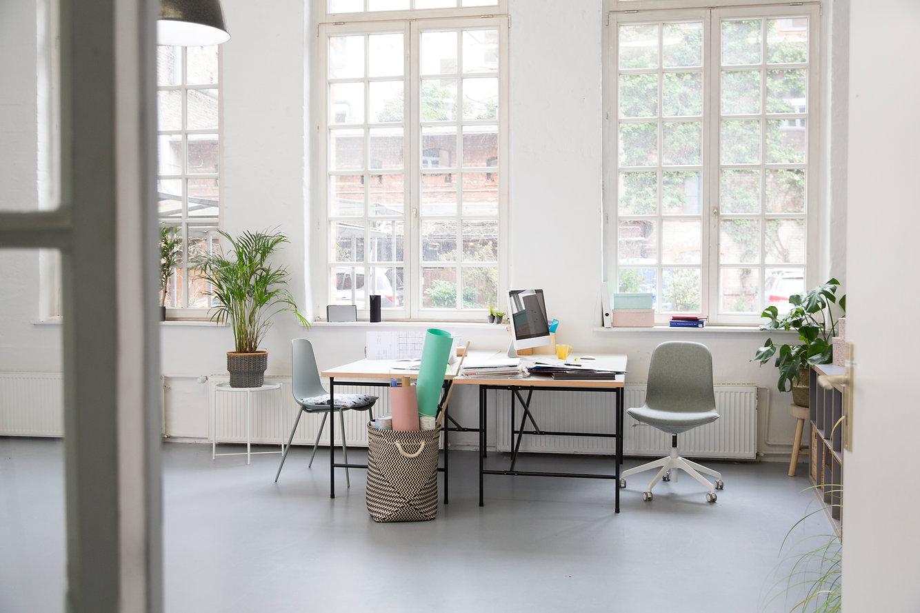 明るくモダンなオフィス