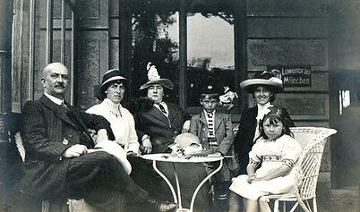 Weinlese-Familien-Portrait