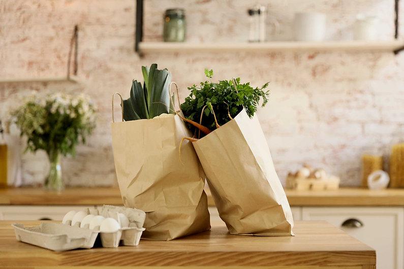 Grönsaker i papperspåsar