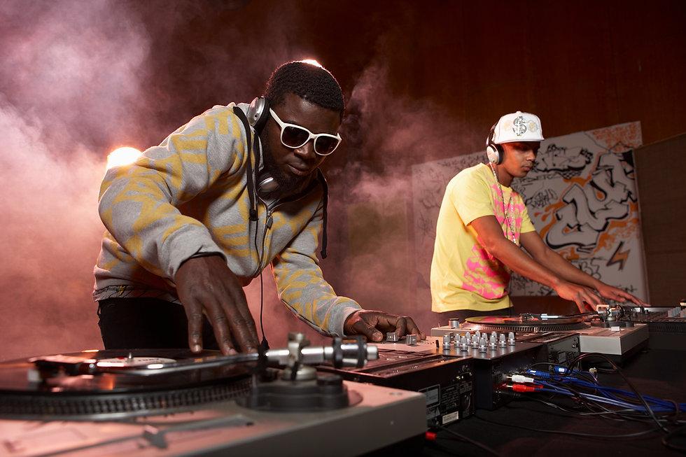 DJs Performing