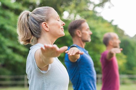 Clase de yoga al aire libre