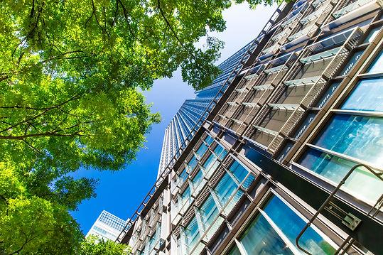 オフィス街の高層ビル