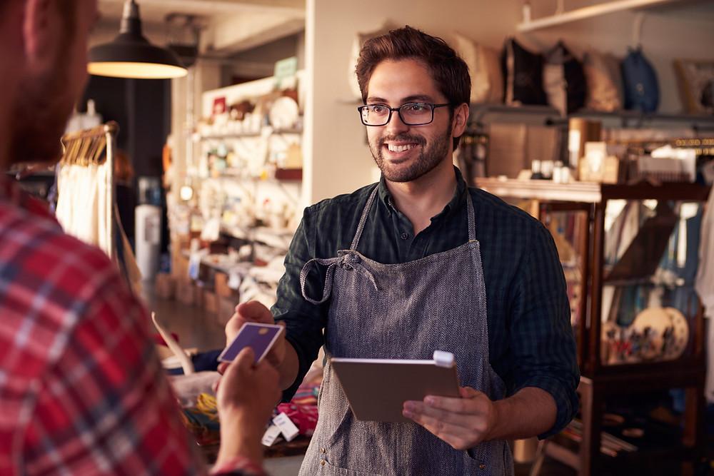 fidelização de clientes-homem trabalhando