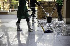 Lavando o chão