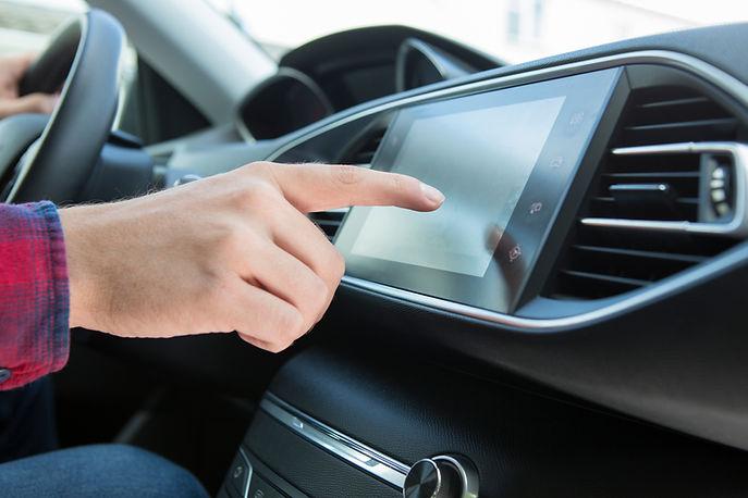 Экран приборной панели автомобиля
