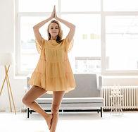 Öva yoga med klänning