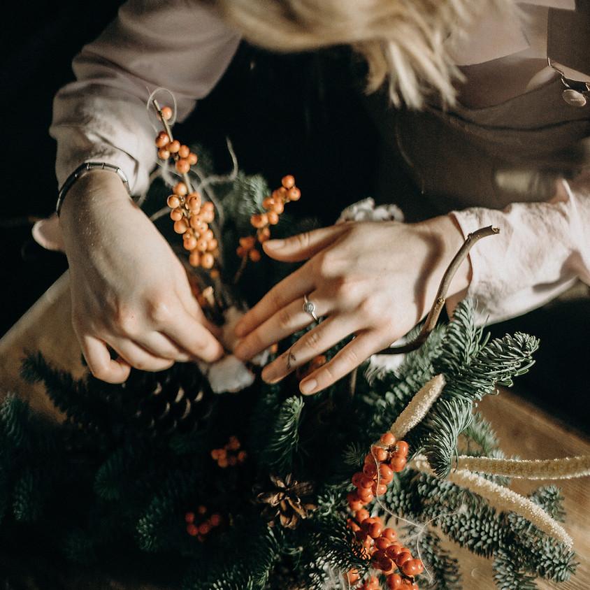 Private Holiday Wreath Bar (Tiana Arias) || $45
