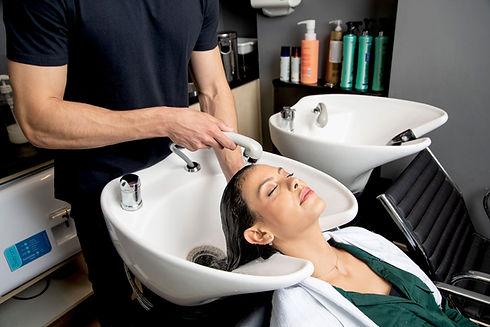 Haarwäsche im Salon