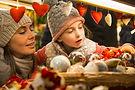 Famille au marché de Noël