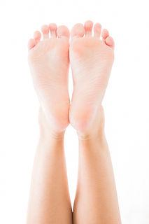 ボディパーツ 若い女性の足