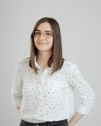 Jeune fille avec des lunettes