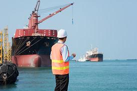 Ein Hafenarbeiter
