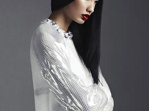 ホワイトファッションモデル