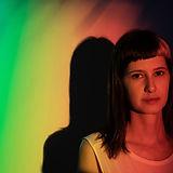 Retrato con colores del arcoiris