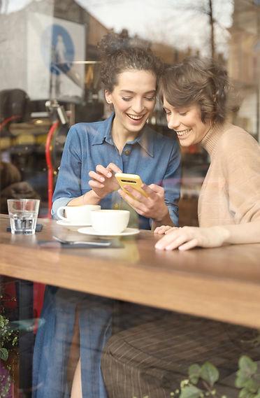 Stratégie de communication digitale afin de travailler sur la notoriété en ligne d'une marque ou d'une entreprise afin d'atteindre leurs clients cibles sur les réseaux sociaux.
