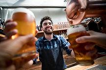 Bières à un comptoir