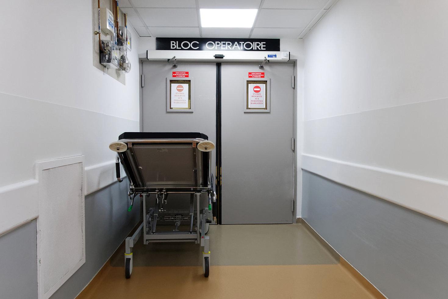 Entrée d'un bloc opératoire