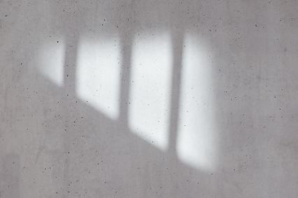 Schatten auf Betonwand