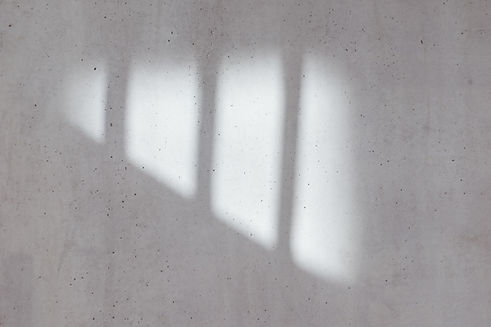 コンクリートの壁に影