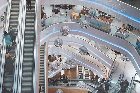 Schody ruchome w centrum handlowym