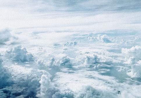 在雲層之上