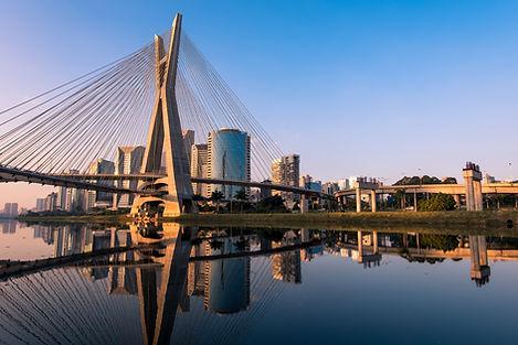 Puesta de sol sobre el puente