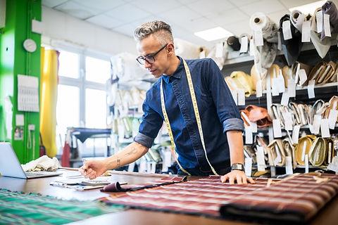 Designer de moda no trabalho
