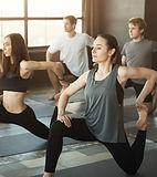 Innendørs yogaklasse