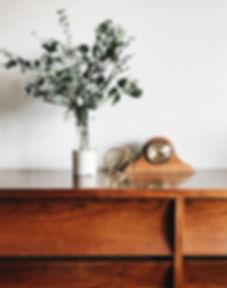 Drewniany zegar stołowy