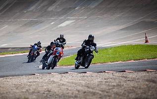 Três motocicletas