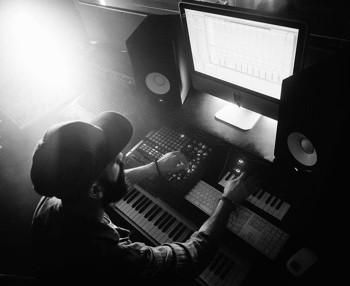 DJ die muziek produceert
