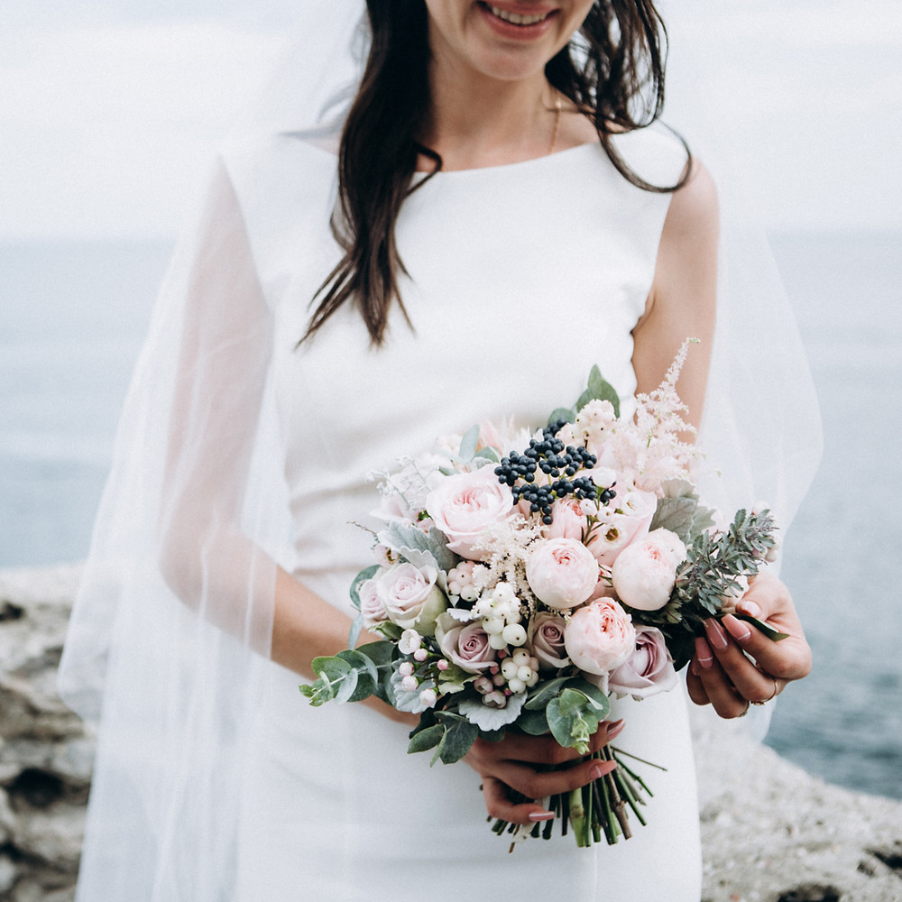 An elegant bridal flowers in boho style
