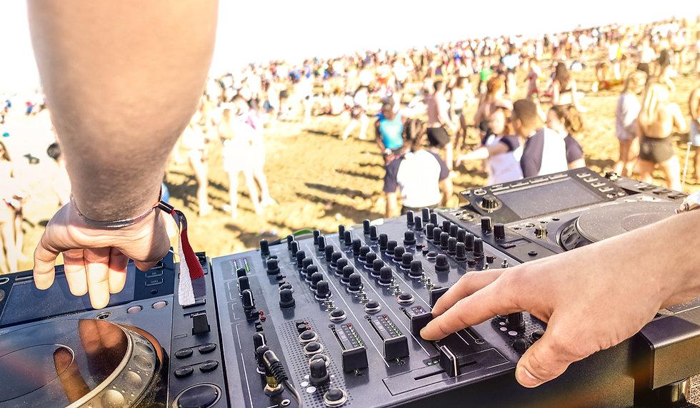 DJ on Stage