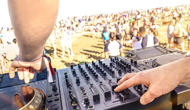 DJ sur scène