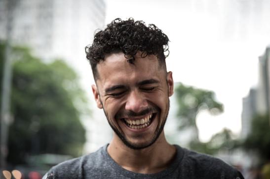 Homem sorrindo