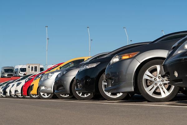 Carros no estacionamento