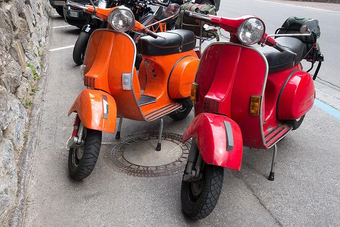 Bunte Motorroller